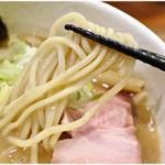 どろそば屋 ひろし - ワシワシっとした丈夫な食感の麺です。