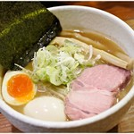 どろそば屋 ひろし - 料理写真:豚そば味玉 850円 濃厚でありつつクドさは無く、食べやすい一杯です。