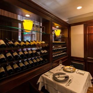 ~美味しさ際立つ一杯のパートナー~豊富なワイン&シャンパン