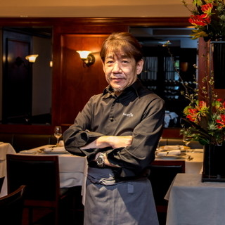 オーナーシェフの依田英敏氏が紡ぐフレンチは美食家たちを魅了