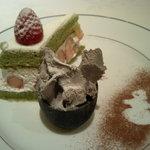 1046611 - 黒ゴマアイスと抹茶ケーキ