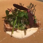 ミチノ・ル・トゥールビヨン - 天然ぶりのソテー 菜の花とカーボロネロ(黒キャベツ)のサラダ ヨーグルトのソース