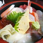三好寿し - おまかせちらしセット(ちらし寿司・椀物)1000円税別