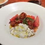 BOTTEGA - 完熟トマトブラッタチーズ、柑橘のサラダ
