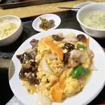 福満楼 - 豚肉と木耳の玉子炒め 880円