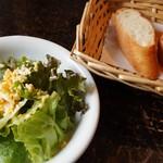 vessone - サラダ、バゲット