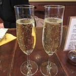 ピッツア ダ バッボ - グラスワイン(スパークリング) 500円×2