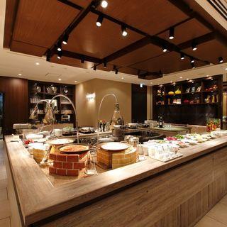 【ザロイヤルパークホテル京都三条】地下一階の洋食レストラン