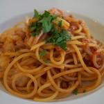 クッチーナ・オーラ・レガーレ - サルシッチャと地キャベツのトマトソーススパゲティ