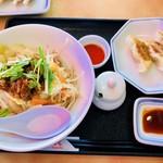 リンガーハット - まぜ辛麺&餃子