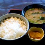 新開 - ご飯と味噌汁と漬物