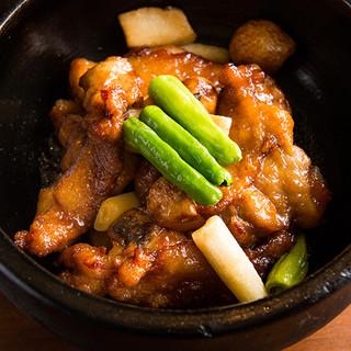 榮林の絶品料理「石焼きの鶏骨」