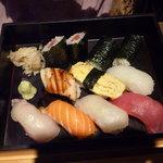 仙之助 - 友人はメインに寿司をチョイス