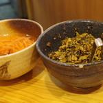 博多ラーメンセンター - 辛子高菜、紅生姜