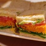 お茶とお菓子まやんち - 野菜のサンドウィッチ