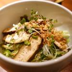 104634934 - 燻製ムネ肉の鶏油サラダ