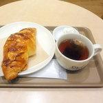 ジオ オーガニックカフェ - チーズクロワッサンモーニングセット400円