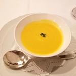 パリの朝市 - 冷たいカボチャのスープ