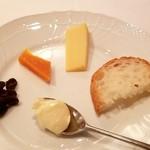 パリの朝市 - チーズ