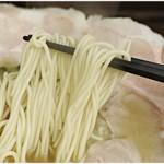 下松ラーメン 五ツ星 - 風味の強い低加水麺。