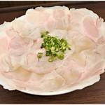 下松ラーメン 五ツ星 - チャーシュー麺(並)  840円 肉だらけ!でもこれが意外とスルっと食べられちゃうのです。