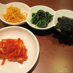 タッカンマリ鍋 鶏一匹屋 - ランチタイム おかず3品・キムチ