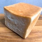 104653423 - 国産小麦のパンドミ