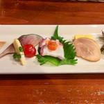 104663704 - 季節の前菜  (左から、鰤・鯖・蛸・フォアグラ・海老を使った5種盛り)