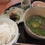 心根 - 食事 白ご飯 伊賀産猪・薄氷大根 水菜 香の物