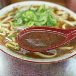 104672333 - スープは豚骨ベースの醤油味で、とてもあっさりしてました。