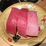 回転さかなや寿司・魚忠  - マグロ3貫盛りです