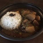 上木食堂 - 豚スペアリブと大根のビネガーカレー