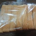 104674596 - 食パン半斤(税込345円)