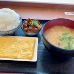 赤松パーキングエリア(上り線)モテナス - 日本昔ばなしのようにこんもりと大盛り  だし巻き  角煮とデカわん豚汁  ぶー (̂•͈Ꙫ•͈⑅)̂୭㌧㌧