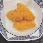 天ぷら 串割烹 なかなか 室屋 - カキフライ。中の牡蠣は小ぶり。