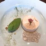 ビストロ シロ - 桜のレアチーズと抹茶のアイス 今だけのデザートです♪