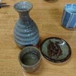 石挽き蕎麦 庵 - 日本酒と突き出しの煎りこんにゃく