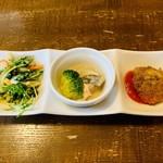 びすとろ DE またのり - 前菜3品 ✦ 大根と水菜の胡麻ドレッシング ✦ 鯖のマリネ ✦ 魚介系リゾットのコロッケ