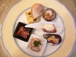 アルテシンポジオ - 前菜:7種盛り。大満足の7品。