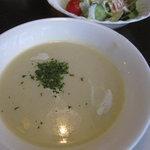 手作りハンバーグ グリルふそう - ポタージュスープ250円。Aセットだと、スープ+奥のサラダ+パンorライスで400円