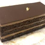 104704906 - ★★★☆ 大人のケーキ 洋酒をたっぷり含んでいて、一口ごとにジュワーっとしみだしてきます 甘くないオペラ