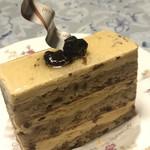 104704907 - ★★★★ ノワール 胡桃とラムレーズンのコンビが美味しい  洋酒が効いている大人のケーキ