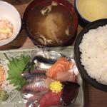 丸高食堂 - 料理写真:お刺身盛り合わせ定食
