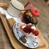 モントロー洋菓子店 - 料理写真:苺のミルフィーユと紅茶と。