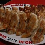 餃子屋 弐ノ弐  - 焼餃子(7個250円、ハッピーアワーはさらに半額)    夫が3人前注文。私はやや油っぽいのが気になり、   たたききゅうりを追加しました(^_^;)