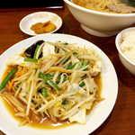 帝里加 - 野菜炒めはストレートな醤油風味。もやし・キャベツ・人参・きくらげなど、ご飯が進む味