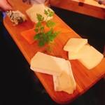 恋文酒場 かっぱ - チーズ盛り合わせ  880円