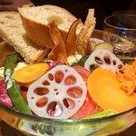 104716037 - 盛り野菜ブレッドサラダ(スープ・ドリンク付)¥1,500