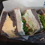 104719434 - サンドイッチ 真ん中のアボカドサンドが◎!!