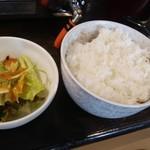 厚肉焼肉ホルモン 牛SUKE - ランチセットのサラダ・ライス・スープ